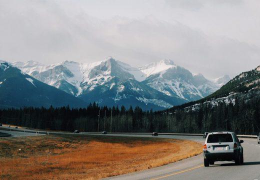 Partir au ski en voiture : les précautions à prendre avant le grand départ